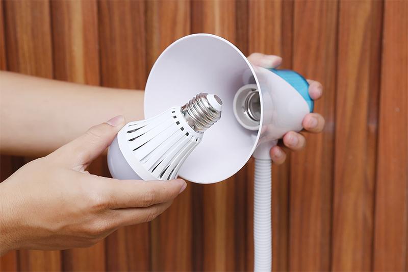 Đèn bàn học Điện Quang DKL15 - dễ dàng thay thế bóng