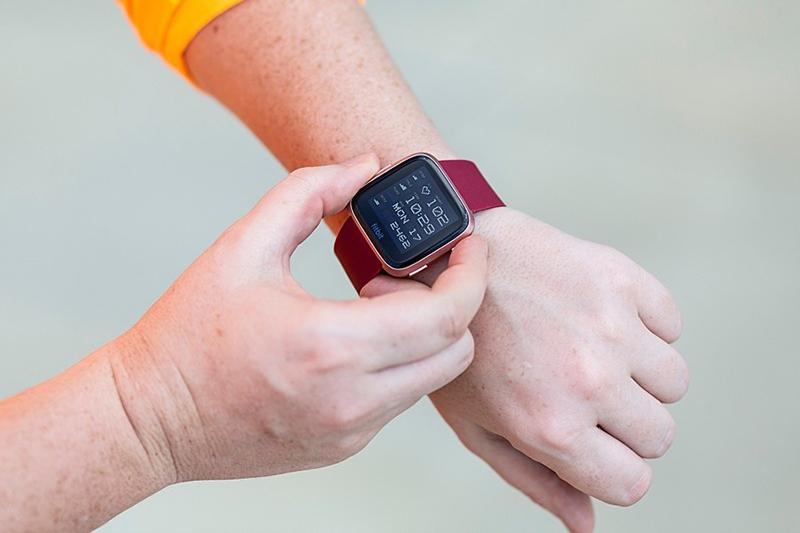 Hướng dẫn kết nối Smartwatch Fitbit Versa Đỏ với điện thoại