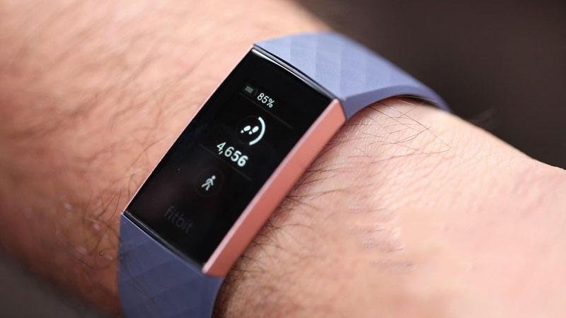 Vòng tay thông minh Fitbit Charge 3 Xanh Dương - Màn hình OLED cảm ứng