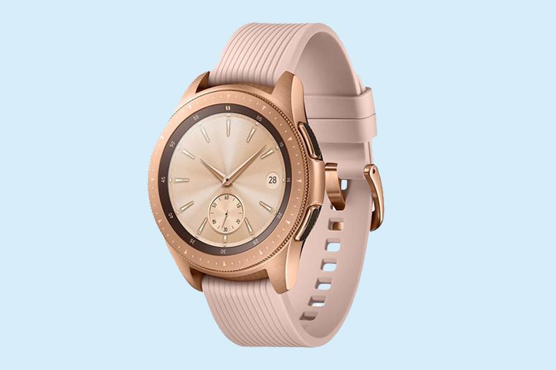 Samsung Galaxy Watch 42mm Rose Gold có dây đeo silicone, thoải mái khi đeo lâu