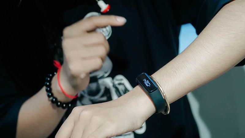 Samsung Galalaxy Fit E mỏng nhẹ, năng động