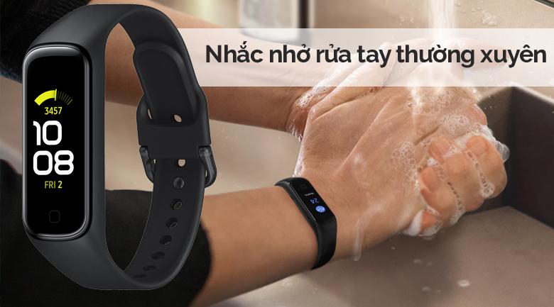 Vòng tay thông minh Samsung Galaxy Fit2 đen có chế độ nhắc nhở rửa tay