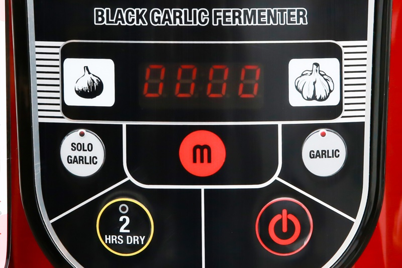 Bảng điều khiển nút nhấn, màn hình hiển thị rõ ràng, dễ dùng - Máy làm tỏi đen đa năng Mishio MK54