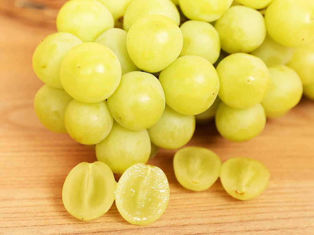 Nho xanh không hạt nhập khẩu Nam Phi túi 1kg 4