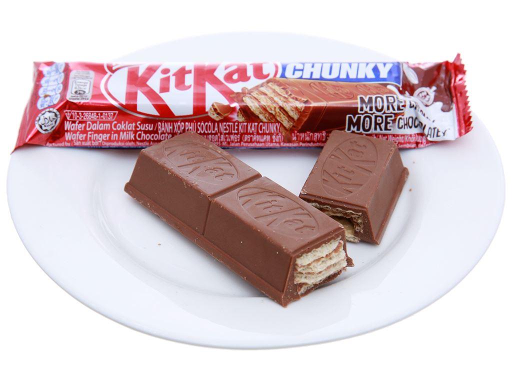 Bánh xốp phủ socola KitKat Chunky gói 114g 4