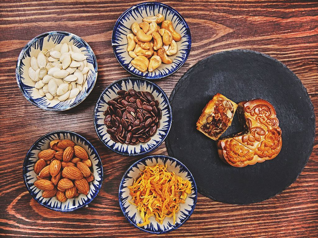 Bánh trung thu Malaysia Hana jambon gà và hạt các loại 150g 2