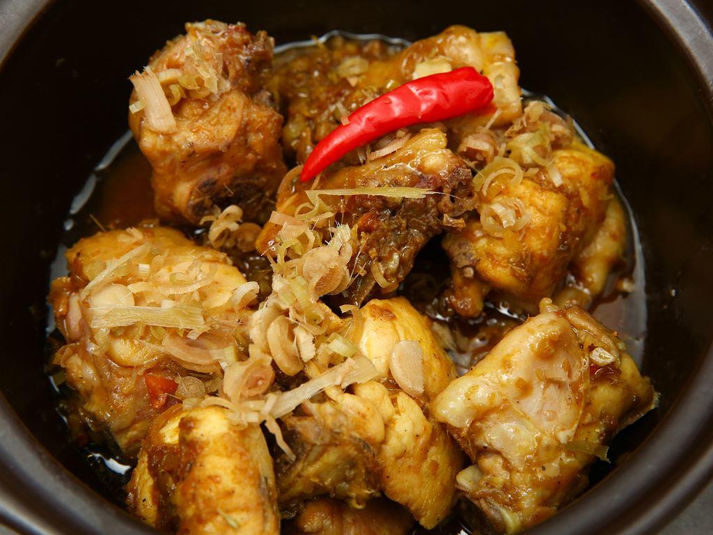 Thịt gà kho sả ớt khay 390g 6