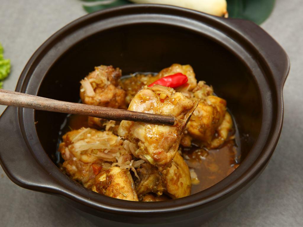 Thịt gà kho sả ớt khay 390g 7