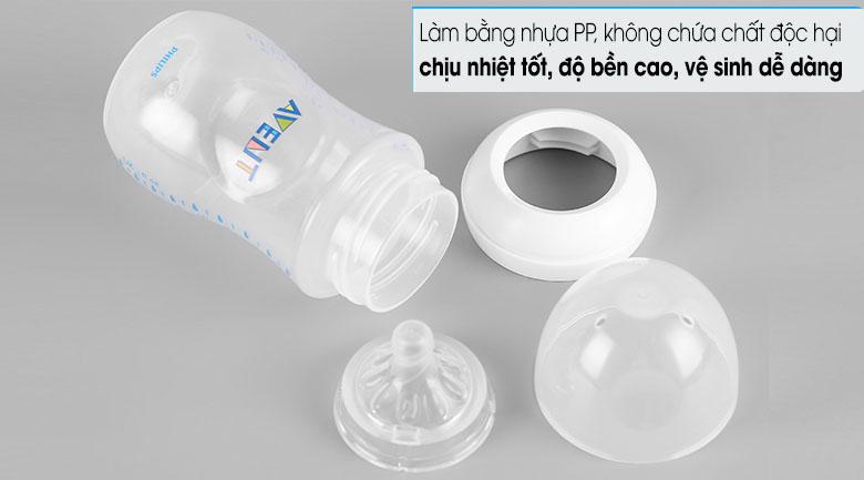 Làm bằng nhựa PP, chịu nhiệt khá tốt, không chứa chất độc hại BPA bảo đảm an toàn khi dùng - Bình sữa Philips Avent nhựa PP SCF693/23 260ml.