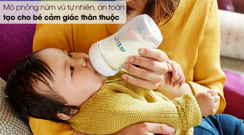 Bình sữa Philips Avent SCF693/23 mô phỏng núm vú theo bầu ngực của mẹ bé bú.