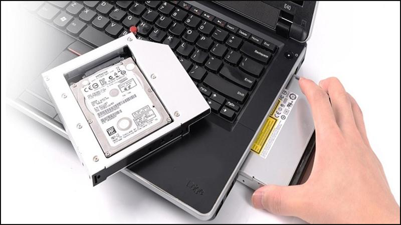 Có thể gắn cùng lúc hai ổ HDD và SSD lên laptop