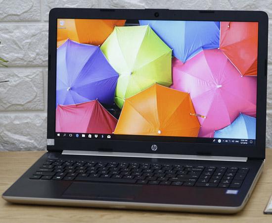 Với thiết kế nhỏ gọn và tiện ích rất nhiều đối với dân văn phòng thì đây sẽ là trợ thủ đắc lực cho bạn để tiện mang theo cùng với các nhu cầu cơ bản như soạn thảo Word, Excel,...ổn định trong tầm giá 10 triệu rưỡi.  HP 15 da0054TU được trang bị màn hình kích thước 15.6 inch với độ phân giải Full HD, công nghệ màn hình HD BrightView LED-backlit cho khả năng hiển thị tuyệt vời, màu sắc trung thực, góc nhìn rộng.