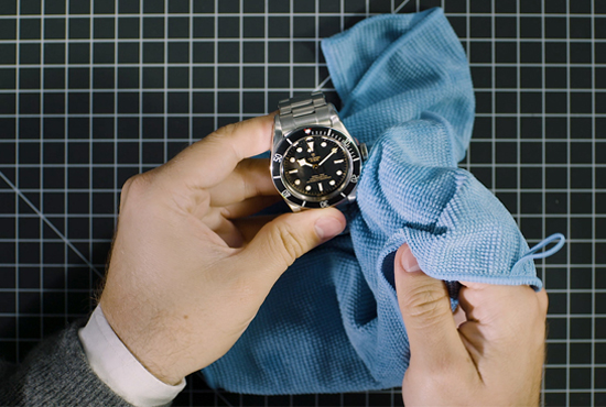 Hướng dẫn vệ sinh đồng hồ dây nhựa và dây kim loại đúng cách ...