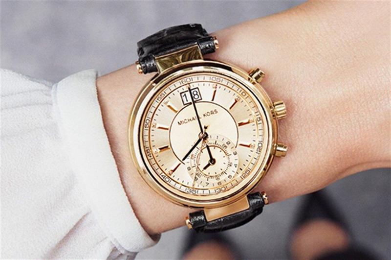 Chú ý việc đeo đồng hồ sau khi sử dụng mỹ phẩm