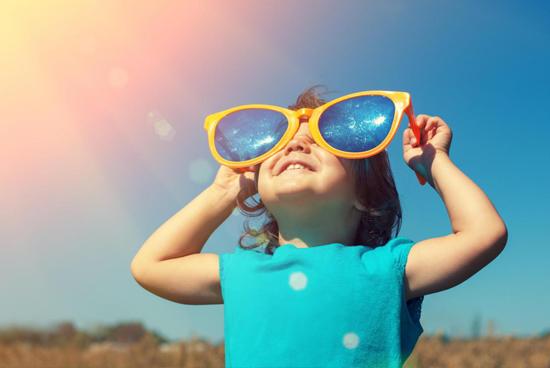 5 lưu ý để chọn kính mát đúng và phù hợp với trẻ