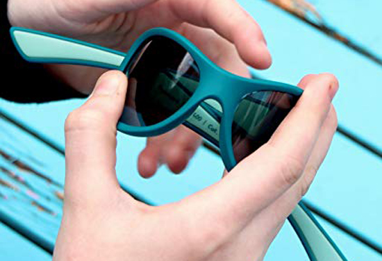 Những lợi ích khi cho trẻ đeo kính mát và các lưu ý khi chọn mua