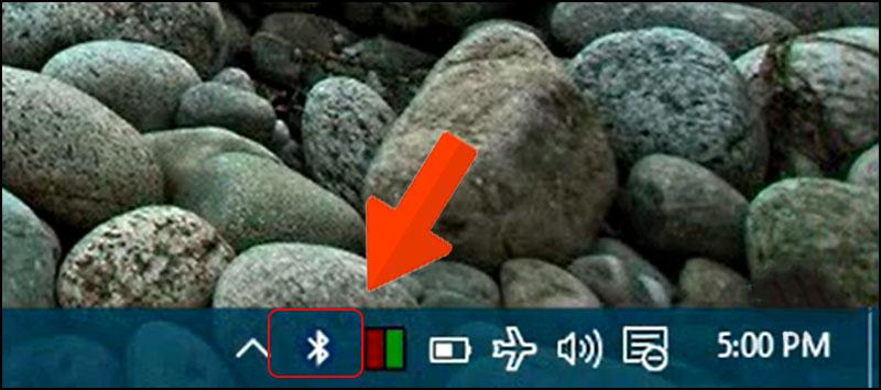 Nhấp chuột phải vào biểu tượng hình Bluetooth trên thanh Taskbar.