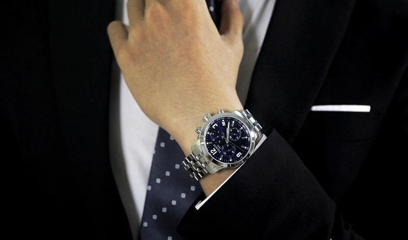 Nên chọn mua đồng hồ dây da hay đồng hồ dây kim loại để sử dụng