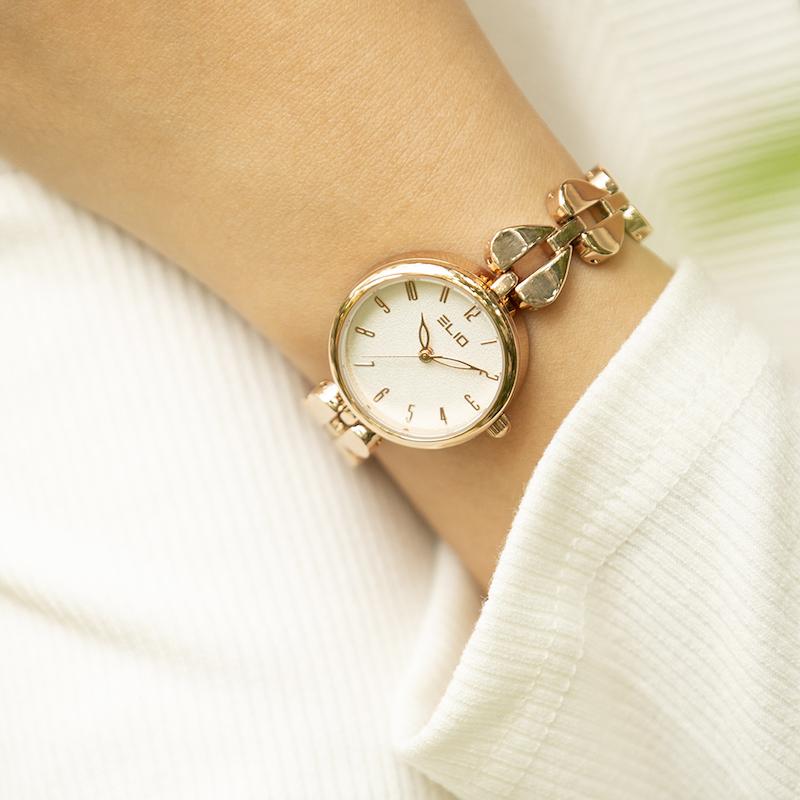 Top 10 mẫu đồng hồ xinh xắn, giá mềm dành tặng mẹ ngày 8/3 tại TGDĐ