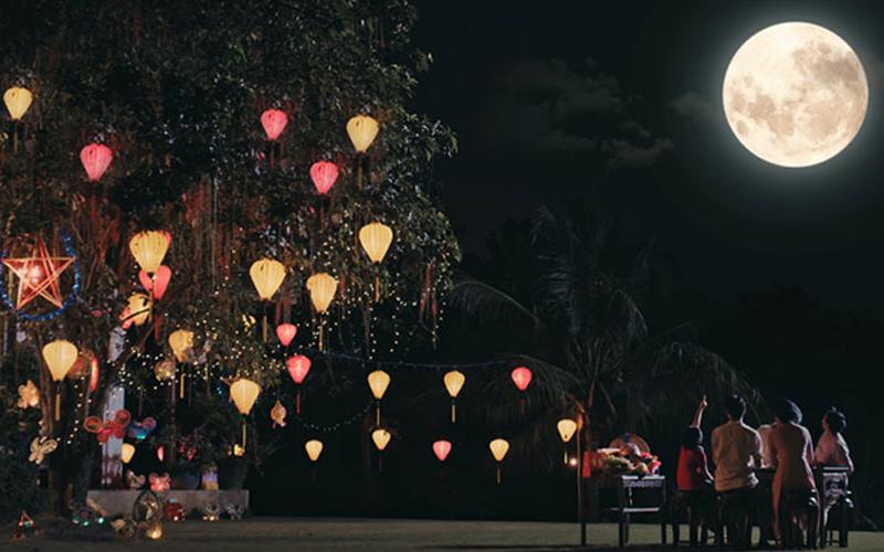 Ngắm trăng đêm Trung thu