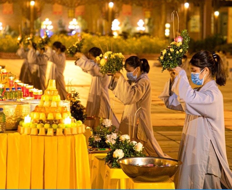 Lễ Vu Lan được tổ chức vào rằm tháng 7 (Âm lịch) hằng năm