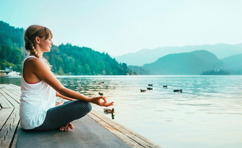 Yoga kết hợp với ngồi thiền