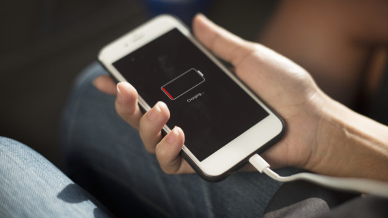 Sạc giá rẻ, trôi nổi trên thị trường khiến pin điện thoại nhanh hỏng