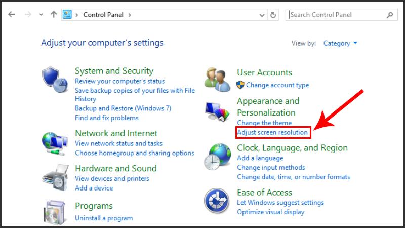 Chọn Adjust Screen Resolution trong cửa sổ Control Panel