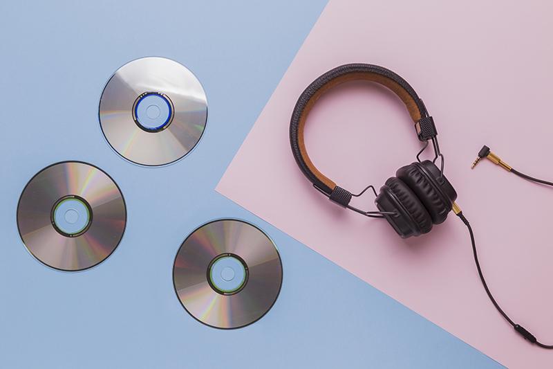 Hầu hết các DVD thương mại sử dụng một số loại bảo vệ bản quyền