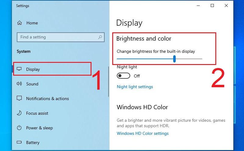 Kéo thanh điều chỉnh Brightness and color ở mục Display