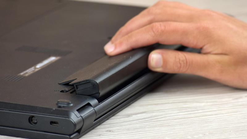 Hiện tượng rò điện thường liên quan đến pin laptop