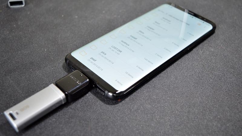 Kết nối thử cáp USB OTG với thiết bị là một cách đơn giản để kiểm chứng