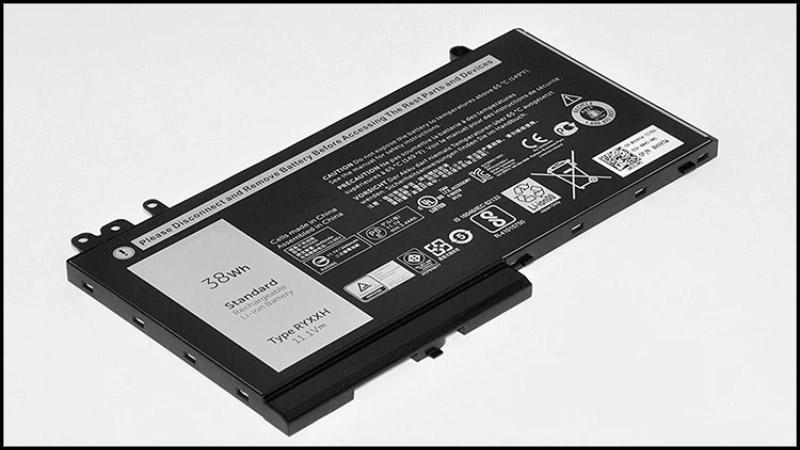 Có nên tháo pin ra khi sử dụng?