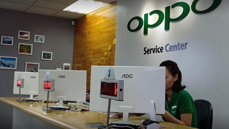 Bạn có thể ra trung tâm bảo hành OPPO để nhờ nhân viên giúp cập nhật phần mềm